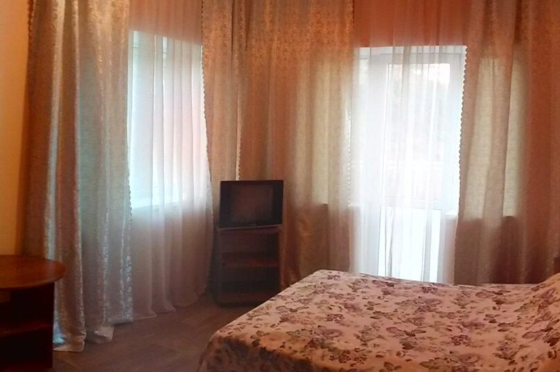 Однокомнатный номер #8(третий этаж), улица Судакская, 3, Алушта - Фотография 1