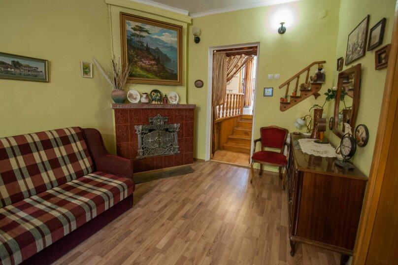 Уютный Дом в Ялте с двориком и местом для авто, 77 кв.м. на 6 человек, 1 спальня, Изобильная улица, 4, Ялта - Фотография 4