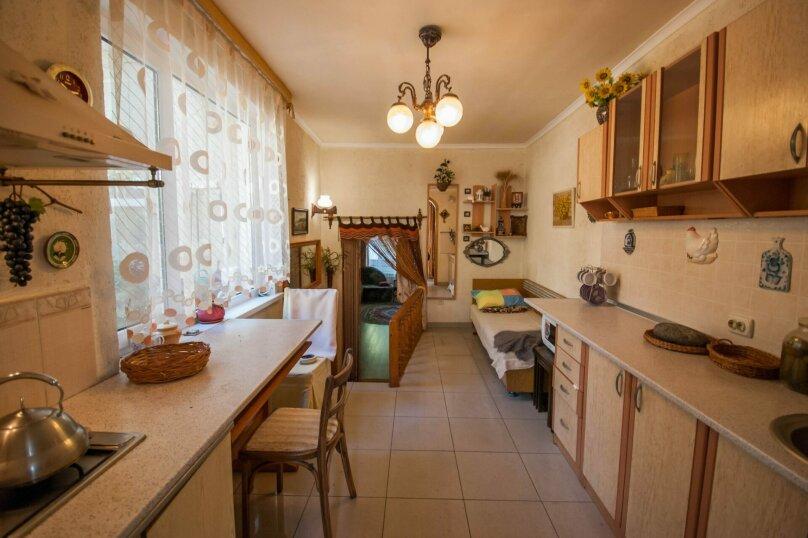 Уютный Дом в Ялте с двориком и местом для авто, 77 кв.м. на 6 человек, 1 спальня, Изобильная улица, 4, Ялта - Фотография 11
