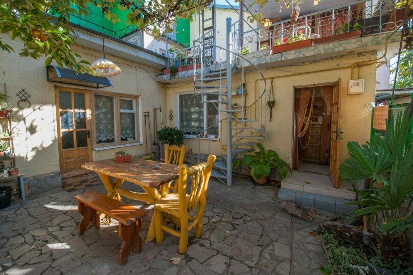 Уютный Дом в Ялте с двориком и местом для авто, 77 кв.м. на 6 человек, 1 спальня, Изобильная улица, 4, Ялта - Фотография 13