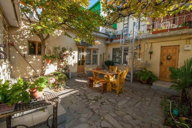 Уютный Дом в Ялте с двориком и местом для авто, 77 кв.м. на 6 человек, 1 спальня, Изобильная улица, 4, Ялта - Фотография 17
