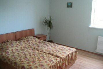 Дом с большим бассейном в Ялте!, 80 кв.м. на 5 человек, 1 спальня, улица Казанцева, 12, Ялта - Фотография 3