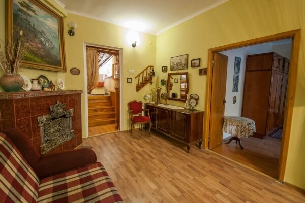 Уютный Дом в Ялте с двориком и местом для авто, 96 кв.м. на 6 человек, 2 спальни, Изобильная улица, 4, Ялта - Фотография 1