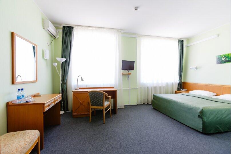Двухместный с двуспальной кроватью, улица Газеты Звезда, 38Б, Пермь - Фотография 1