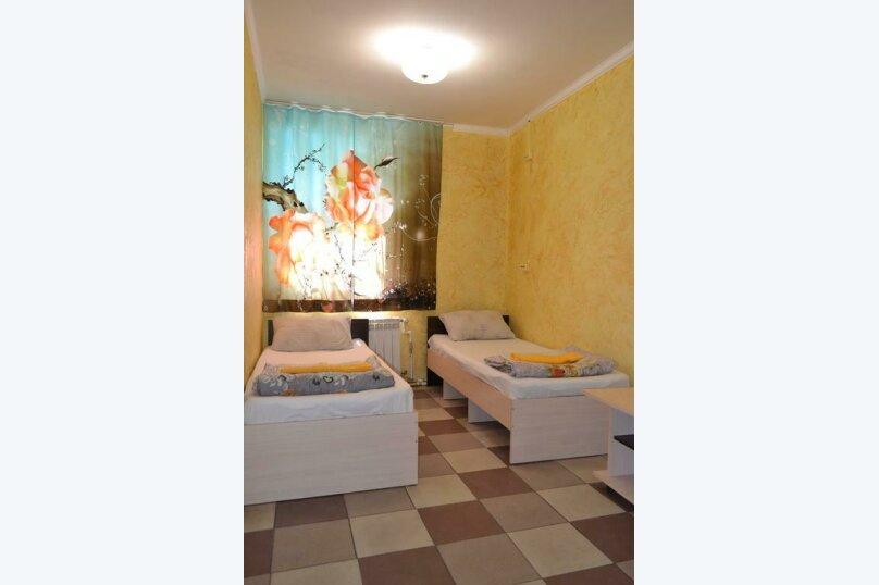 Двухместный номер эконом-класса с 2 отдельными кроватями, Охотская улица, 8, Севастополь - Фотография 1