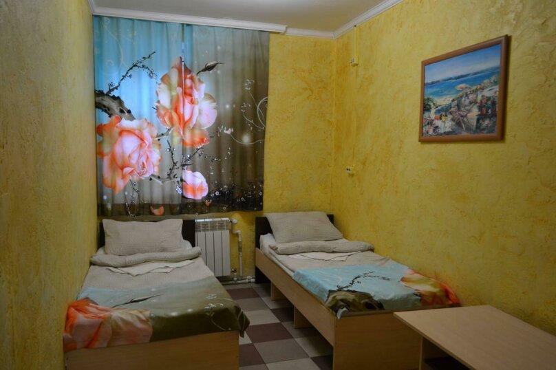 Двухместный номер эконом-класса с 2 отдельными кроватями, Охотская улица, 8, Севастополь - Фотография 4