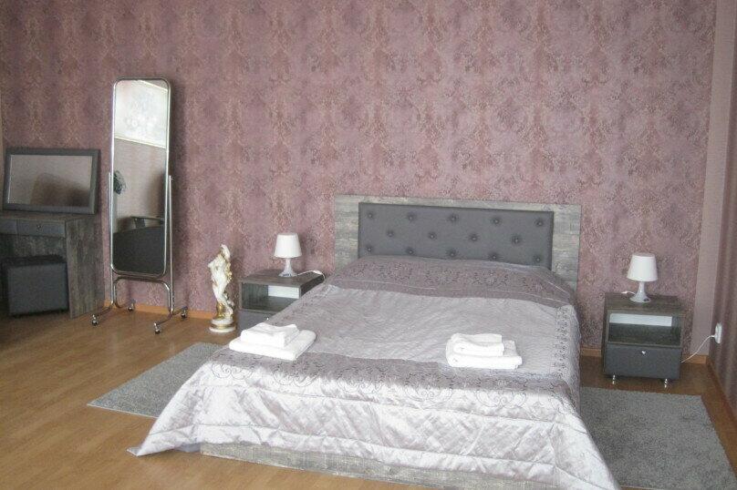 Улучшенный стандартный  номер с 1 кроватью , кондиционеров,кабельными каналами, улица Свердлова, 104, Ейск - Фотография 1
