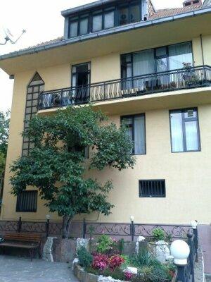 Дом для отпуска, 340 кв.м. на 10 человек, 5 спален, улица Грибоедова, 10, Хоста, Светлана, Сочи - Фотография 1