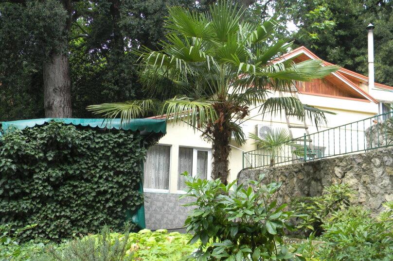 Частный дом, 110 кв.м. на 10 человек, 3 спальни, Крутой спуск, 12А, Алупка - Фотография 1