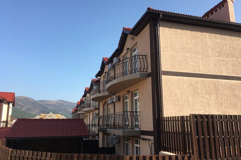 Улучшеной планировки на 12 чел, Черноморская улица, 18, Кабардинка - Фотография 1