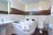 Комфортный номер  с ванной джакузи:  Номер, Полулюкс, 3-местный (2 основных + 1 доп) - Фотография 54