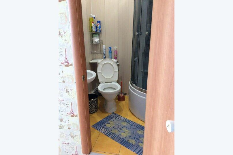 4-комн. квартира, 70 кв.м. на 12 человек, улица Молокова, 33, Красноярск - Фотография 11