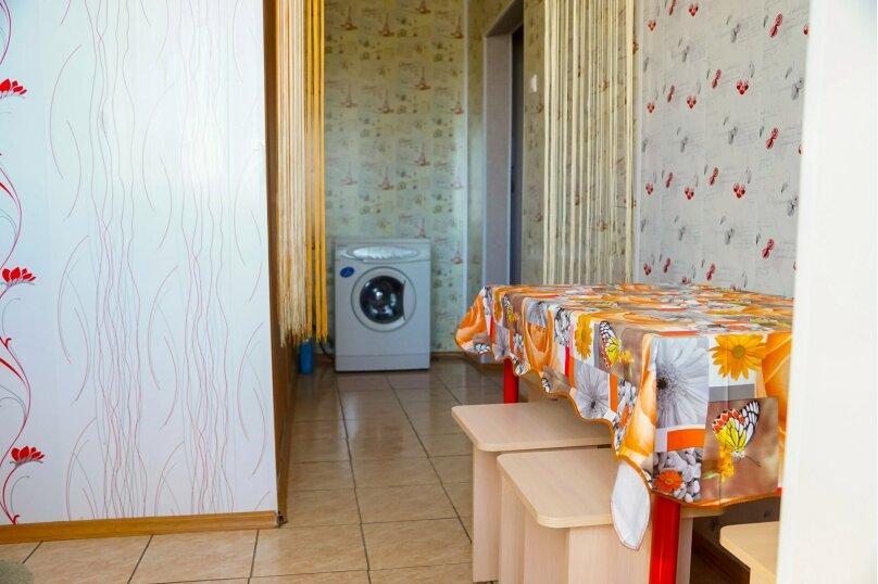 4-комн. квартира, 70 кв.м. на 12 человек, улица Молокова, 33, Красноярск - Фотография 15