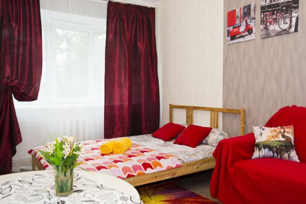 2-комн. квартира, 45 кв.м. на 6 человек, бульвар Победы, 1, Центральный округ, Омск - Фотография 1