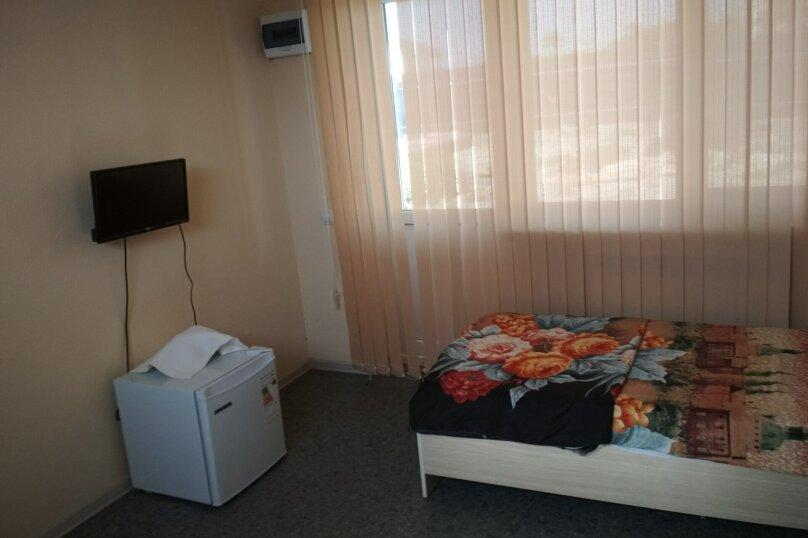 Стандарт 3х.местный с диваном, Н.Жердева, 42, Черноморское - Фотография 3