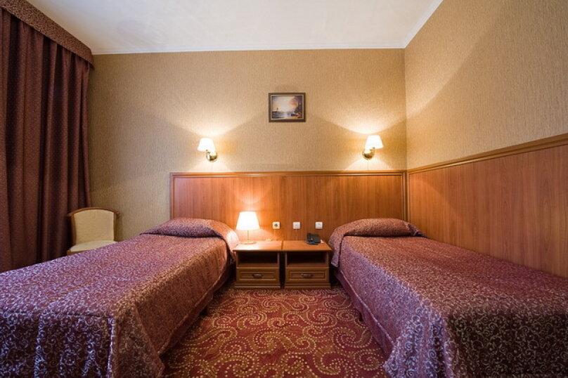 Двухместный номер 1 категории с двумя кроватями (22 кв.м), Театральная улица, 37/2, Калуга - Фотография 1