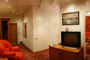 Люкс с джакузи:  Номер, Люкс, 2-местный, 2-комнатный, Гостиница, Театральная улица на 35 номеров - Фотография 4