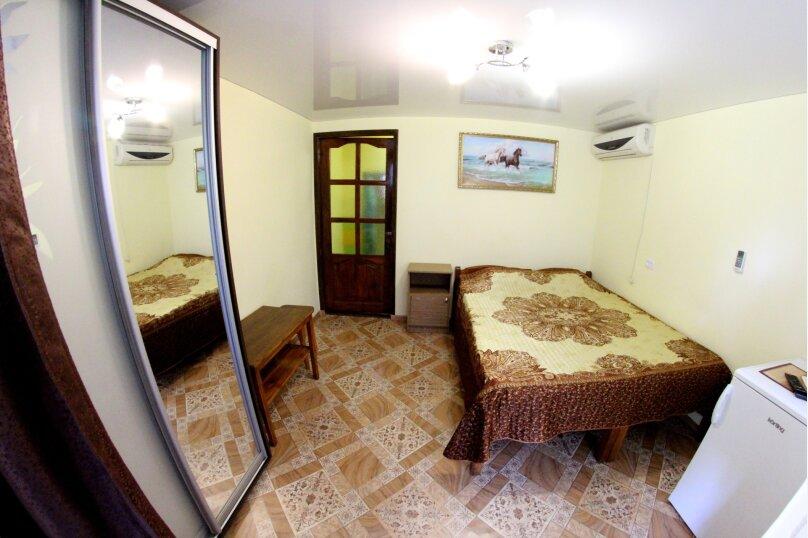 Двухместный на первом этаже № 3, улица Танкистов, 23, Судак - Фотография 1