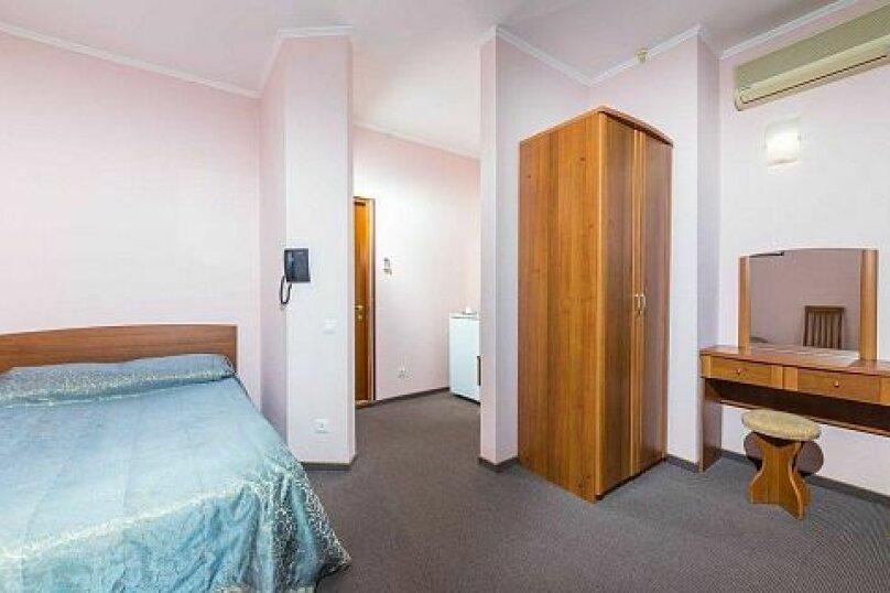 Одноместный однокомнатный номер с балконом, улица Горького, 7А, Анапа - Фотография 1