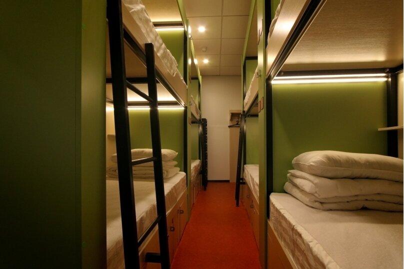 Место в общем номере с 8 кроватями, улица Арбат, 4с1, Москва - Фотография 1