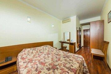 Двухместный однокомнатный номер с балконом:  Номер, 2-местный, 1-комнатный, Мини-отель, улица Горького на 32 номера - Фотография 4