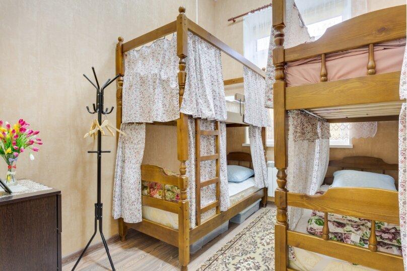 Кровать в женском номере на 4 человека, улица Кирова, 9к3, Люберцы - Фотография 1