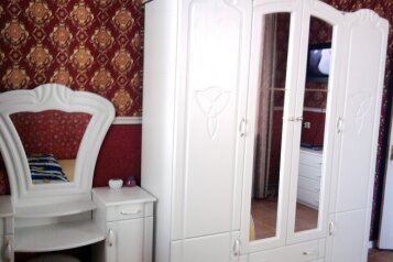 2-комн. квартира, 50 кв.м. на 5 человек, Революционная улица, Феодосия - Фотография 1