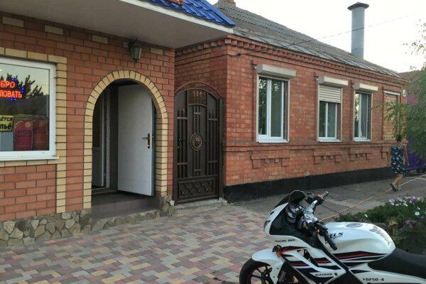 Дом, 50 кв.м. на 8 человек, 3 спальни, 50 кв.м. на 8 человек, 3 спальни, С.Романа, 26, Ейск - Фотография 1