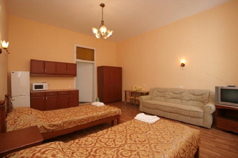Двухместная гостевая комната с видом на море (2 раздельные односпальные  кровати) № 204, Екатерининская улица, 1, Ялта - Фотография 1