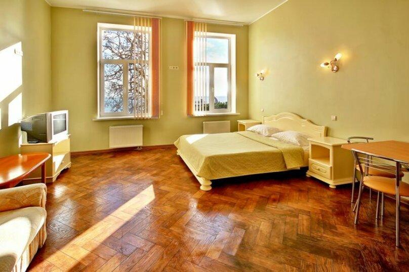 Двухместная гостевая комната с видом на море (1 семейная кровать) № 206, Екатерининская улица, 1, Ялта - Фотография 1