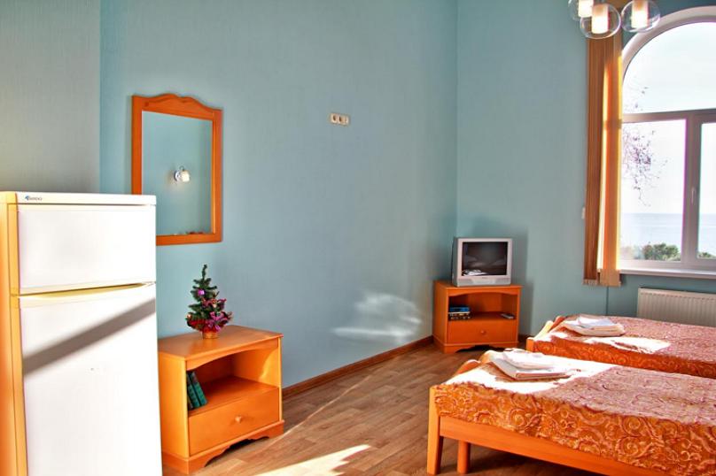 Двухместная гостевая комната с видом на море (2 раздельные односпальные  кровати) № 313, Екатерининская улица, 1, Ялта - Фотография 1