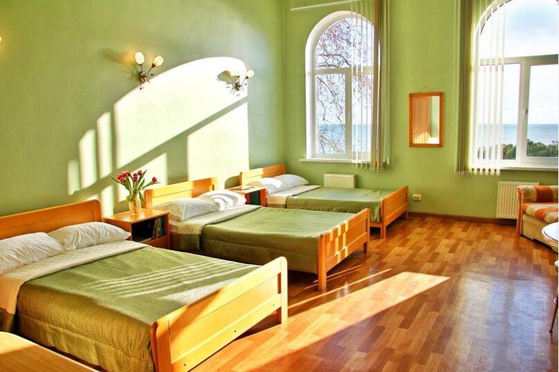 Трёхместная комната с видом на море (3 раздельные односпальные кровати) № 207, Екатерининская улица, 1, Ялта - Фотография 1