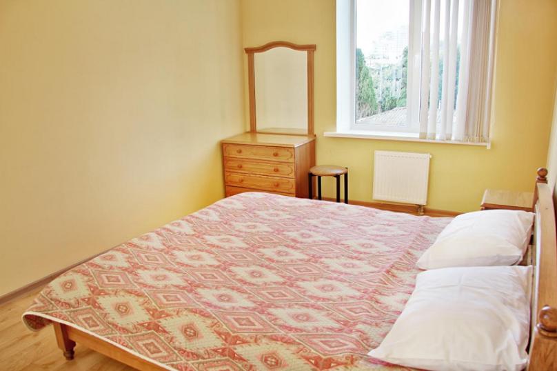 Четырехместная гостевая комната с видом на море (одна семейная кровать, 2 односпальные раздельные кровати) № 315, Екатерининская улица, 1, Ялта - Фотография 1