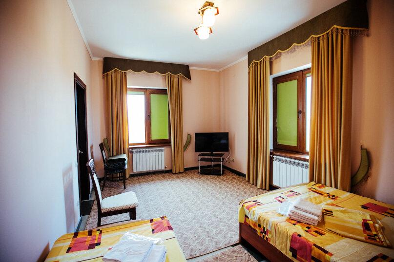 Полулюкс 2-х комнатный, улица Воровского, 17, Симферополь - Фотография 1