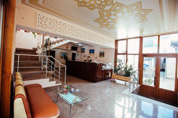 Отель, улица Воровского, 17 на 12 номеров - Фотография 1