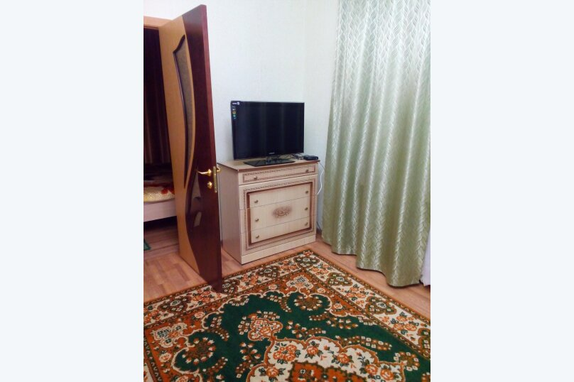 2-комн. квартира, 45 кв.м. на 4 человека, улица Титова, 11, Ессентуки - Фотография 1