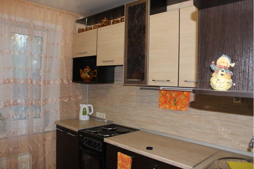 1-комн. квартира, 34 кв.м. на 4 человека, улица Дзержинского, 11, Тольятти - Фотография 1