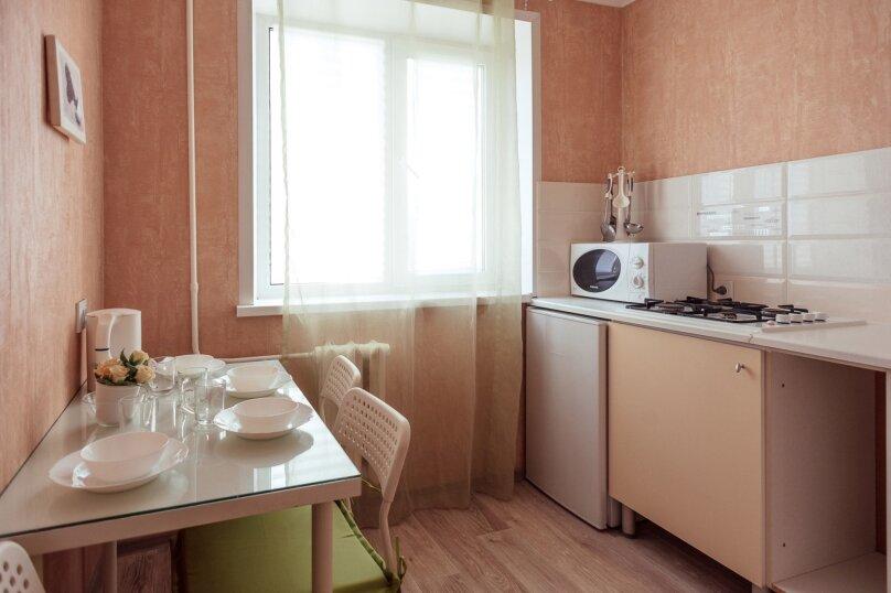 2-комн. квартира, 48 кв.м. на 7 человек, Комсомольская улица, 46, Тольятти - Фотография 5