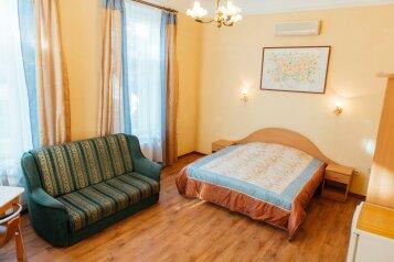 Улучшенный комфорт №7 второй этаж:  Номер, 3-местный (2 основных + 1 доп), Гостиница, Екатерининская улица на 6 номеров - Фотография 4