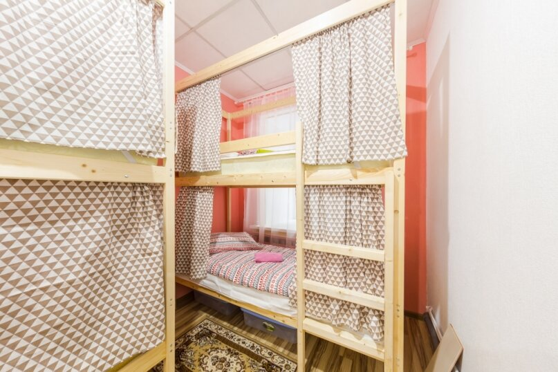 Кровать в женском номере на 6 человек, Казанская улица, 56, Санкт-Петербург - Фотография 1