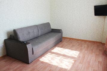1-комн. квартира, 42 кв.м. на 2 человека, проезд Геологоразведчиков, Тюмень - Фотография 1