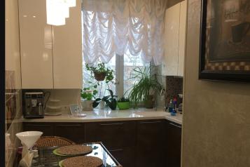 2-комн. квартира, 49.1 кв.м. на 2 человека, улица Сергея Борзенко, 44, Керчь - Фотография 2