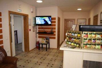 Мини отель, улица Володарского, 10 на 12 номеров - Фотография 1