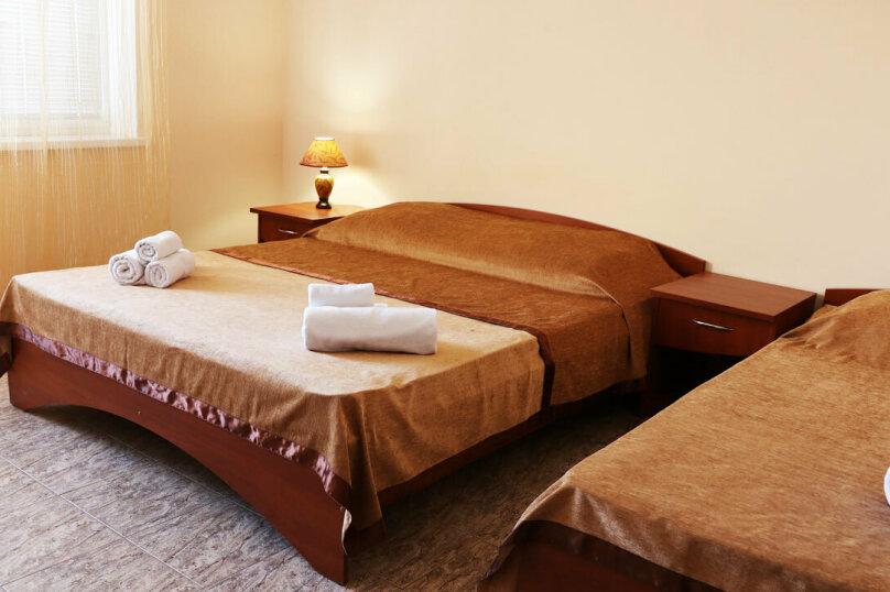 """Трехместный """"Стандарт"""" с двуспальной кроватью, Тенистая улица, 3д, Заозерное - Фотография 1"""