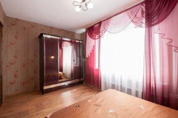 2-комн. квартира, 55 кв.м. на 4 человека, улица Дубровинского, 54А, Красноярск - Фотография 2