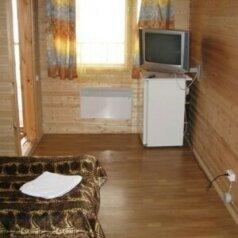 Стандарт с двухспальной кроватью:  Номер, 2-местный, Гостиница, с. Кончезеро, 1 на 16 номеров - Фотография 4