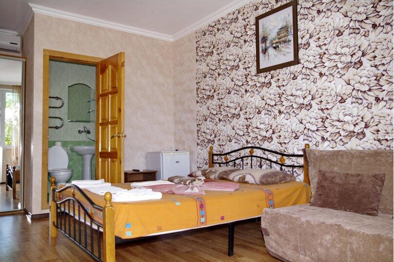 Двухместный номер с двуспальной кроватью и дополнительным диваном-кроватью, улица Станиславского, 15, Адлер - Фотография 1