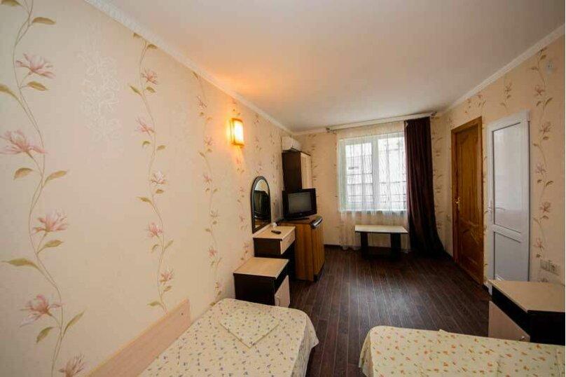 """Гостевой дом """"Лиза"""", Новороссийская улица, 4 на 18 комнат - Фотография 17"""