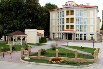 Отель, пр-т Айвазовского на 39 номеров - Фотография 1