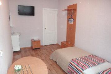 Эконом 3-х местный:  Номер, Эконом, 3-местный, 2-комнатный, Отель, Свирская улица на 21 номер - Фотография 2